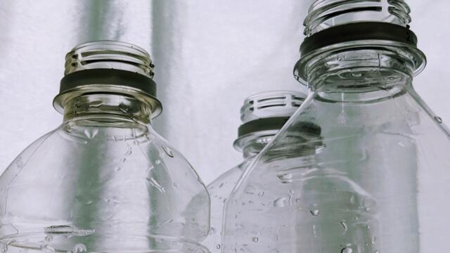 ペットボトルに入れて保存していた塩素系漂白剤の希釈液を水と間違えて飲んだ